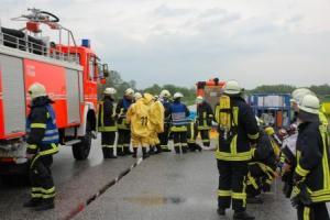 B5 Unfall zwischen PKW und Gefahrgut-LKW